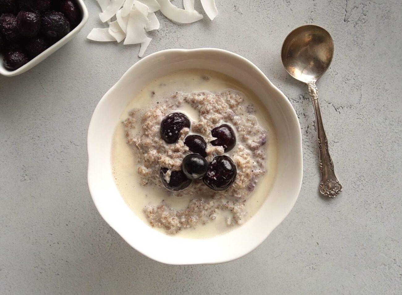 Low Carb Blueberry Coconut Porridge