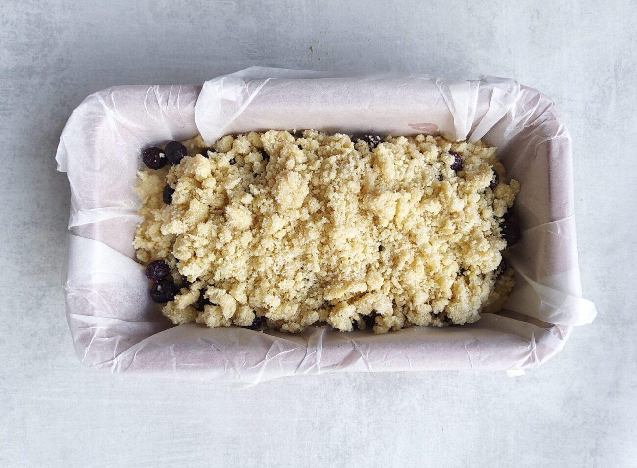 Keto Berry Crumble Cake